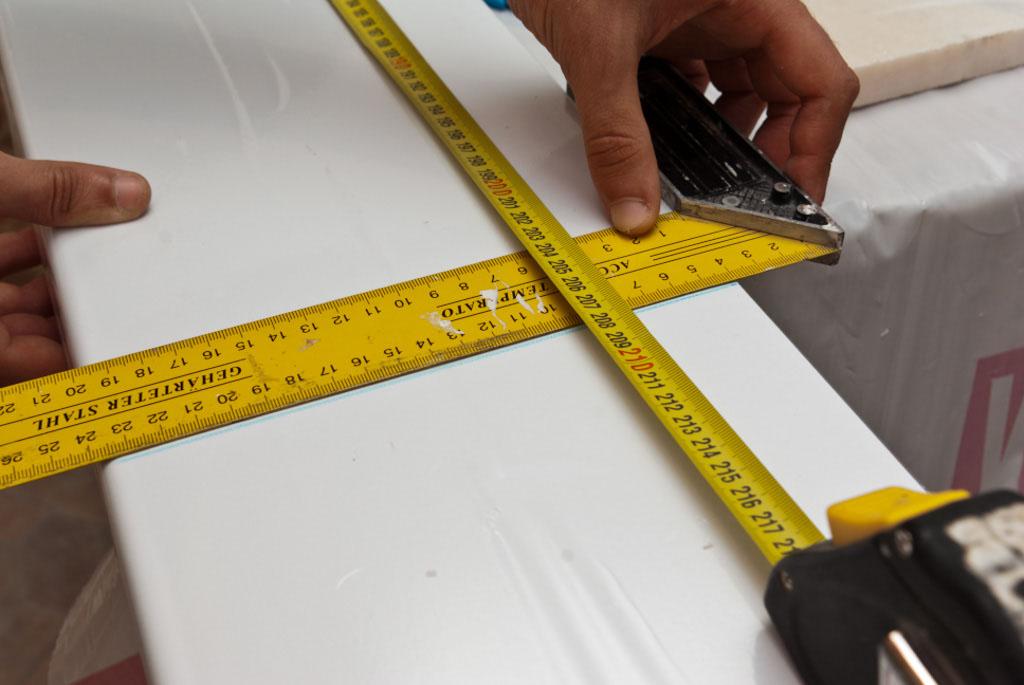 Как установить подоконник самостоятельно. Инструкция с фото и видео по установке пластиковых подоконников своими руками