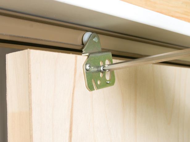 Как самостоятельно сделать межкомнатные раздвижные двери?