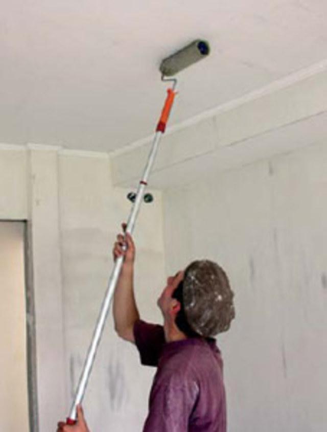 Окрашиваем потолок по правилам