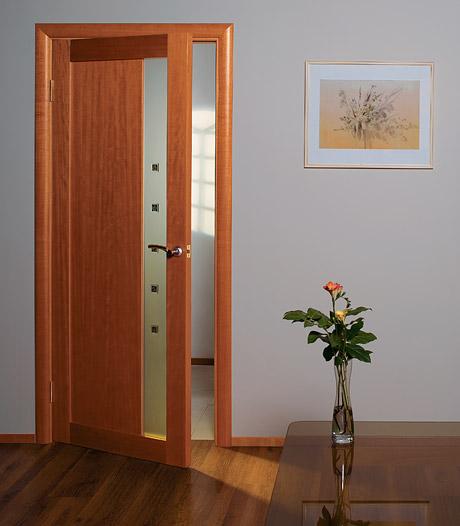 Выбираем дверь: стеклянная, деревянная, стальная